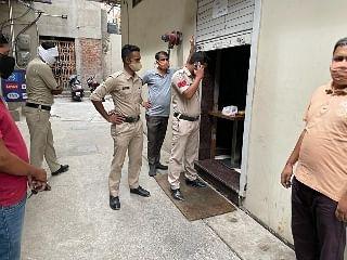 रायगढ़ : गणगौर स्वीट्स पर पुलिस की रेड, होम डिलीवरी की आड़ में हाफ सटर खोल बेची जा रही थी मिठाईयां और नमकीन