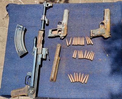जम्मू-कश्मीर के पुंछ में हथियारों और गोला-बारूद का जखीरा बरामद