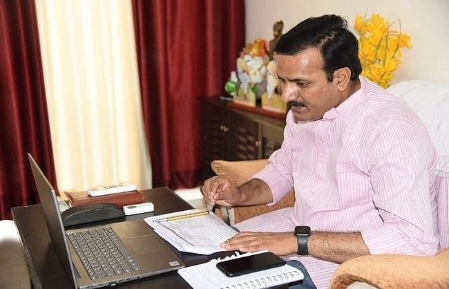 गाजीपुर के बीएसए व लेखाधिकारी के खिलाफ कार्यवाही करने का निर्देश