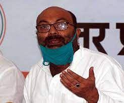 भाजपा सरकार अपनी गलतियों पर पर्दा डालकर जनता को दे रही धोखा :अजय कुमार लल्लू