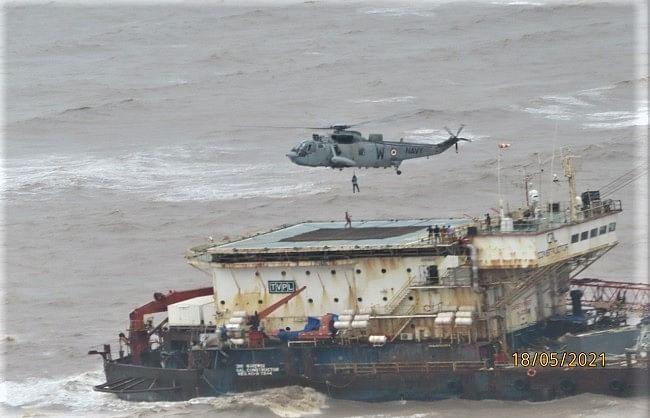 अरब सागर में डूबीं दो बड़ी नावों से 317 लोग जिन्दा बचाए गए