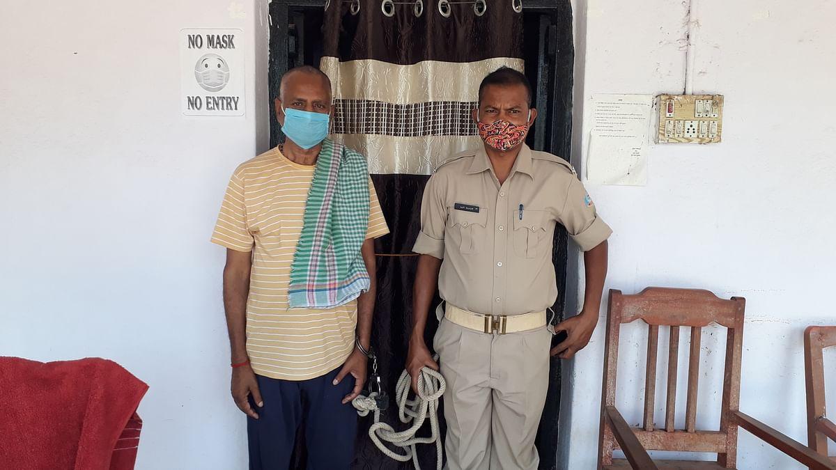 गबन का फरार वारंटी गिरफ्तार