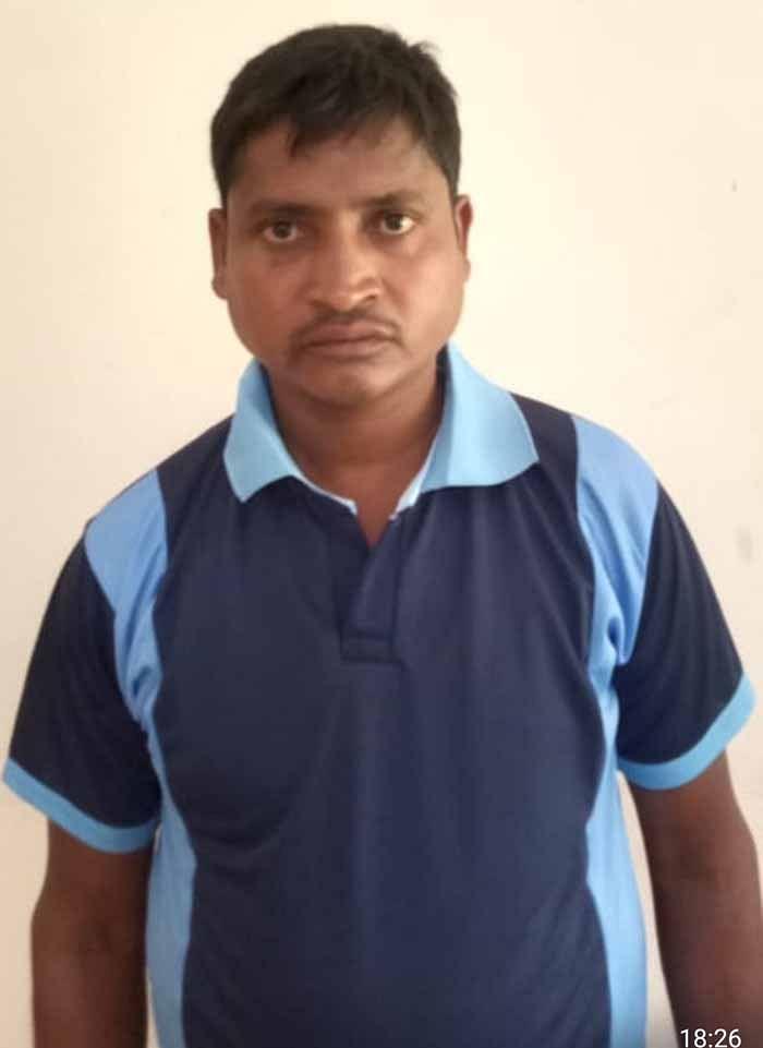 dantewada-two-naxalites-including-dakms-president-arrested-from-handwara39s-jungle