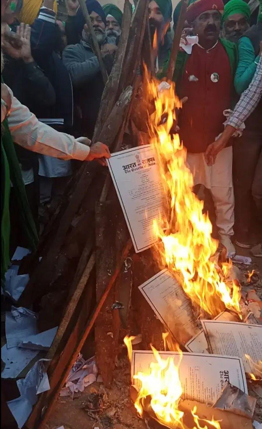 रायपुर : पांच जून को भाजपा नेताओं के कार्यालयों व घरों के सामने जलाई जाएगी किसान विरोधी कानूनों की प्रतियां