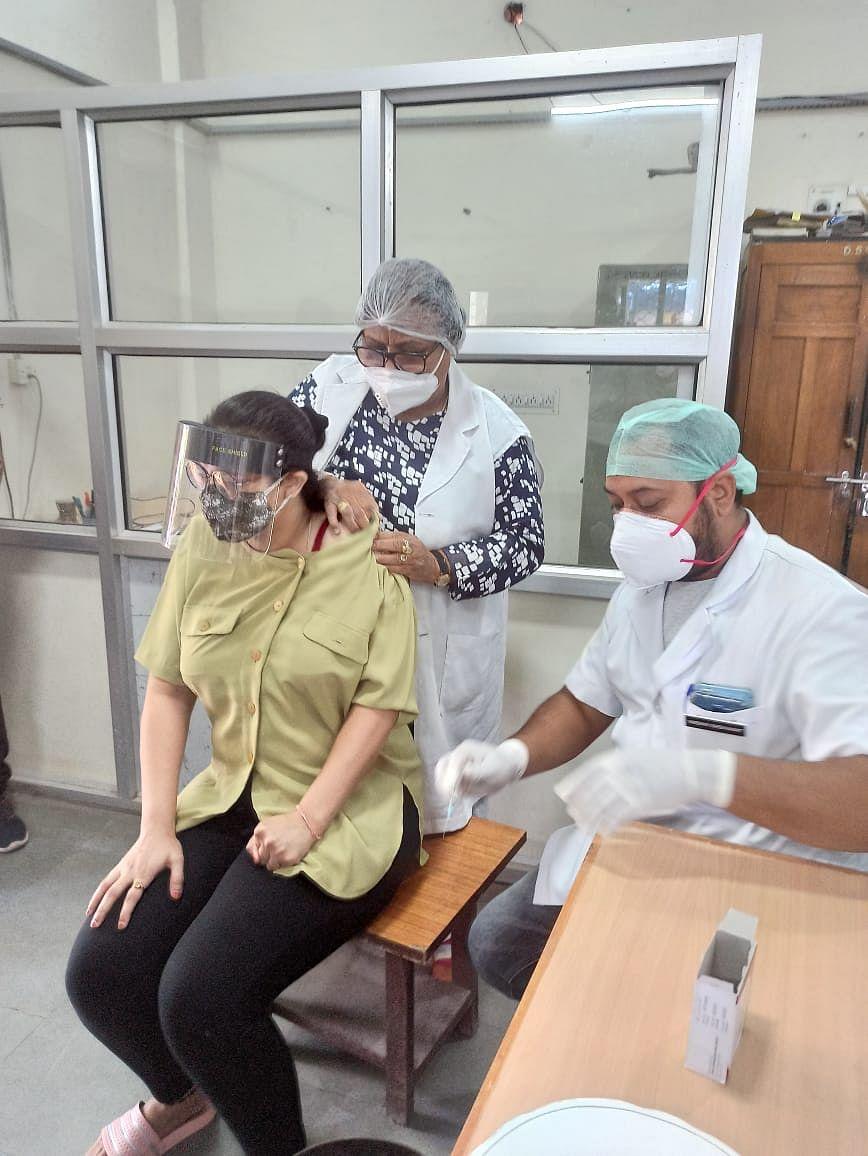 अदालत परिसर में हुआ सफल वैक्सीनेशन कार्यक्रम 220 लोगों के 2 घंटे में लगाई वैक्सीन