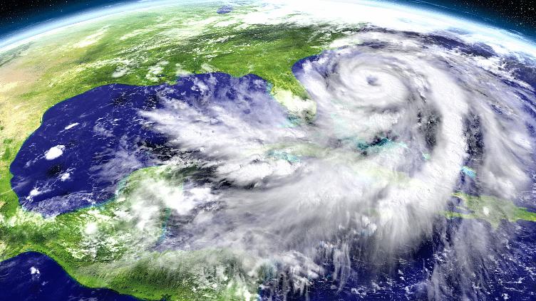 कोरोना की महामारी में, उथल-पुथल कर देना वाला चक्रवाती तूफान