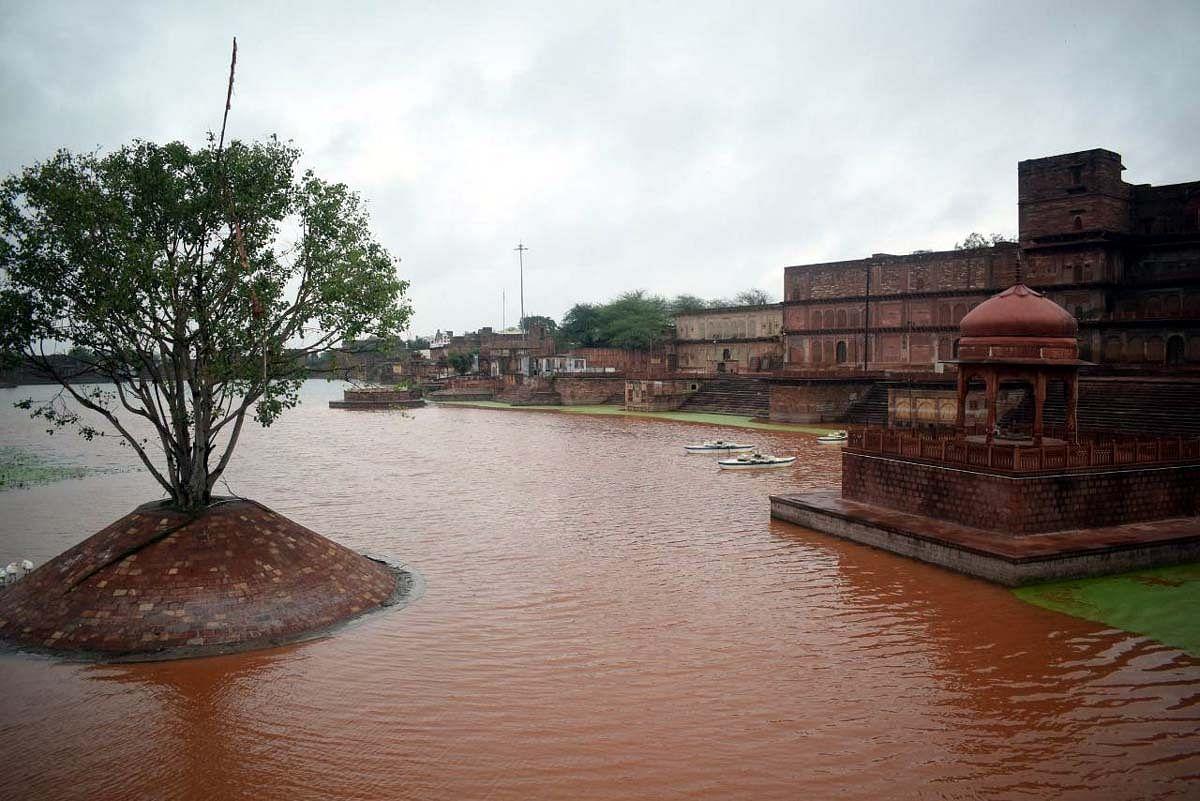 सुखद : तीर्थराज मचकुंड सरोवर में हुई पानी की आवक,निखरी छटा
