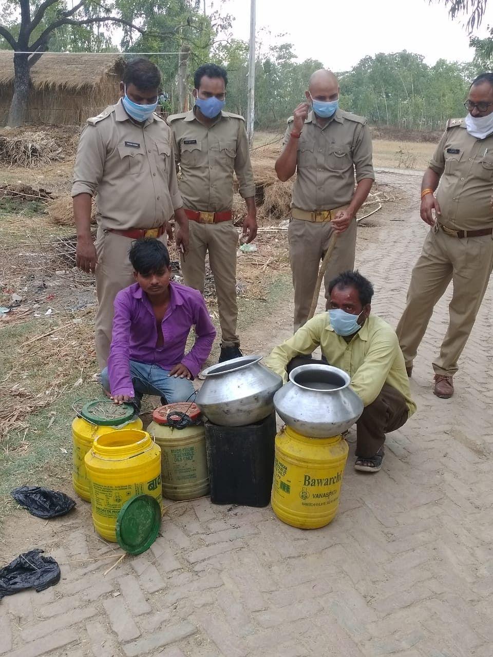 अवैध शराब माफियाओं के विरुद्ध बड़ी कार्रवाई, कई गिरफ्तार