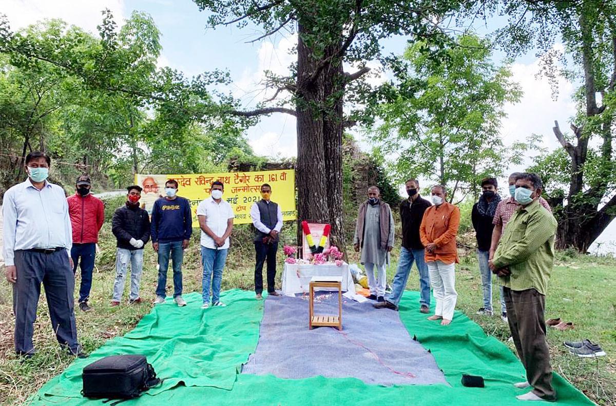 हर्षोल्लास से मनाया गया गुरुदेव रवीन्द्रनाथ टैगोर का जन्मोत्सव