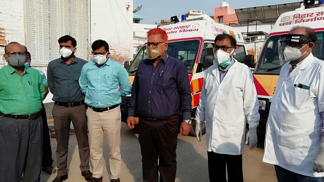 पथ निर्माण विभाग ने नवादा अस्पताल को दिए दो एम्बुलेंस