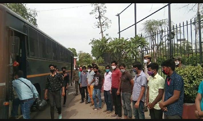 बिना वजह सड़क पर घूमते हुए पाए गए 19 युवकों को पुलिस ने भेजा एकांतवास केंद्र