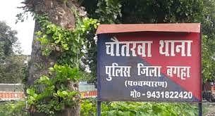 तिरहुत कैनाल के किनारा पर पड़ी युवती की लाश को पुलिस ने बरामद किया