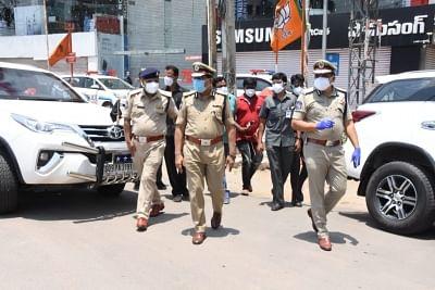 तेलंगाना ने तालाबंदी लागू करने के लिए पुलिसिंग तेज की