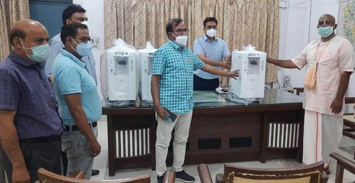 अक्षयपात्र फाउंडेशन ने जिला व सौ शैय्या अस्पताल को प्रदान किए तीन-तीन ऑक्सीजन कांसेटेटर
