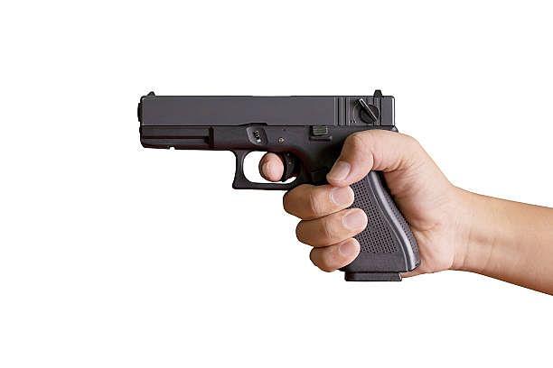 प्रयागराज : जमीन की रंजिश में युवक को चचेरे भाई ने मारी गोली, तलाश जारी