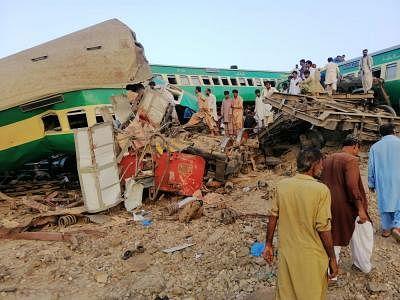 पाकिस्तान में ट्रेन हादसे में मरने वालों की संख्या पहुंची 62
