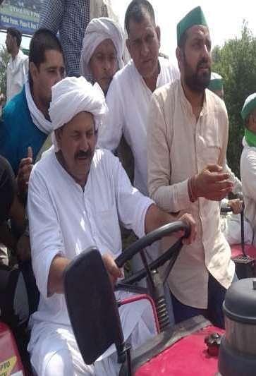 सहारनपुर से लेकर गाजीपुर बाॅर्डर तक भाकियू ने निकाली ट्रैक्टर रैली
