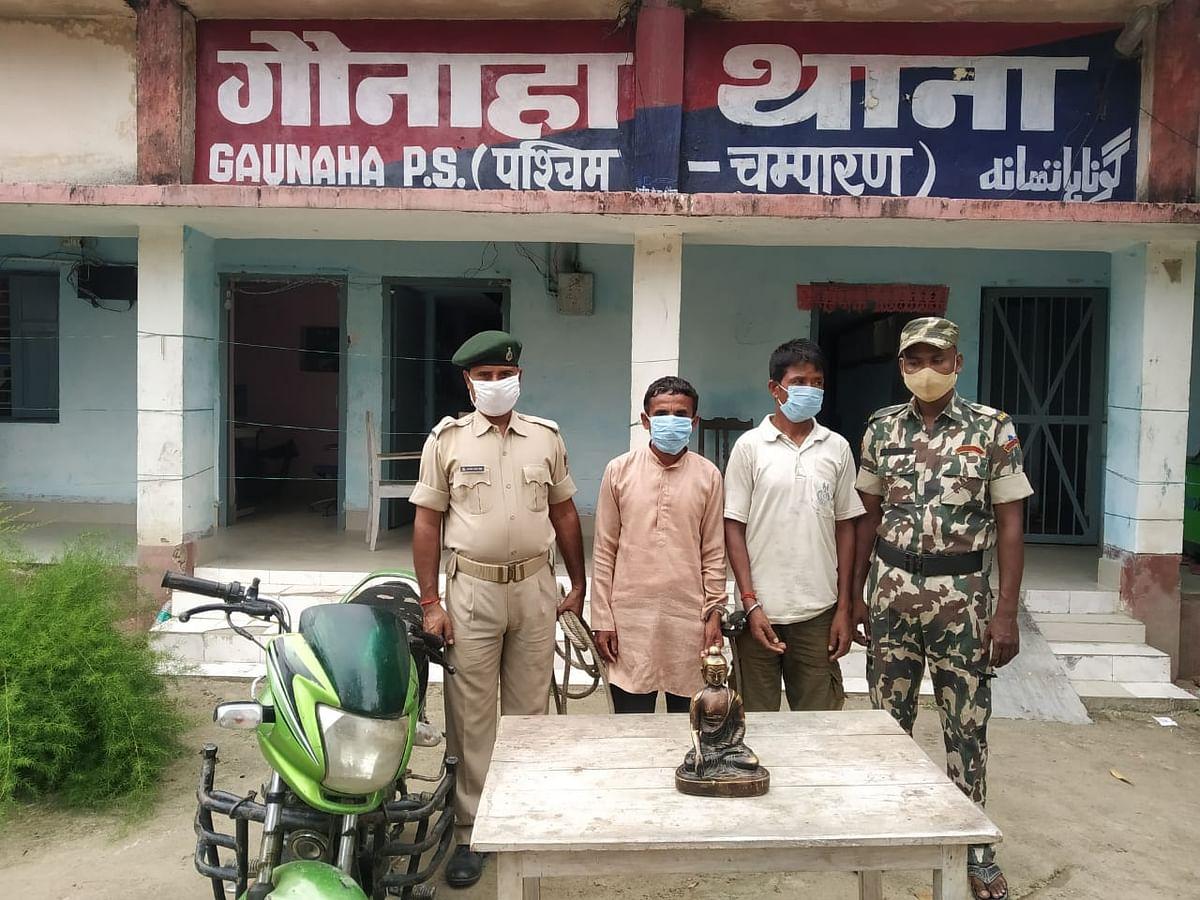 सीमा इलाका मे महात्मा बुद्ध के अष्टधातु की मूर्ति बरामद, दो तस्कर गिरफ्तार