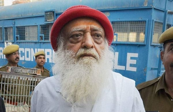 आसाराम को एम्स से छुट्टी, जेल भेजा, पुलिस ने समर्थकों को खदेड़ा