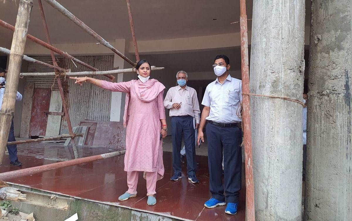 कोरबा : शहर वासियों के लिए सजेगी मानिकपुर पोखरी, कलेक्टर ने किया निरीक्षण
