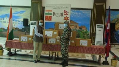 भारतीय सेना ने नेपाली सेना को चिकित्सा आपूर्ति सौंपी