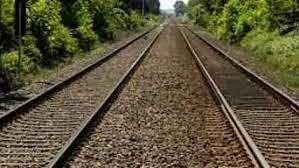 फिरोजाबाद में सेल्फी लेते समय ट्रेन से कटकर दो युवकों की दर्दनाक मौत