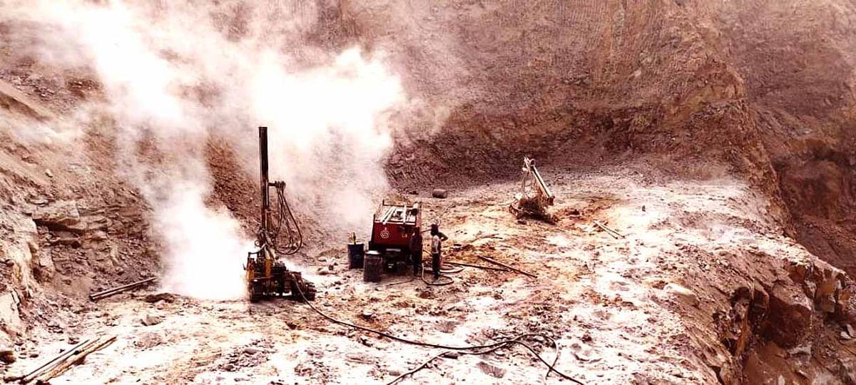 भरतकूप के पहाड़ों में अवैध खनन कर माफिया सरकार को लगा रहे करोड़ों के राजस्व का चूना