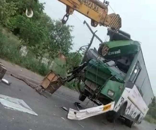 बुलंदशहर : दो बसों की भिड़ंत में एक यात्री की मौत, 10 घायल