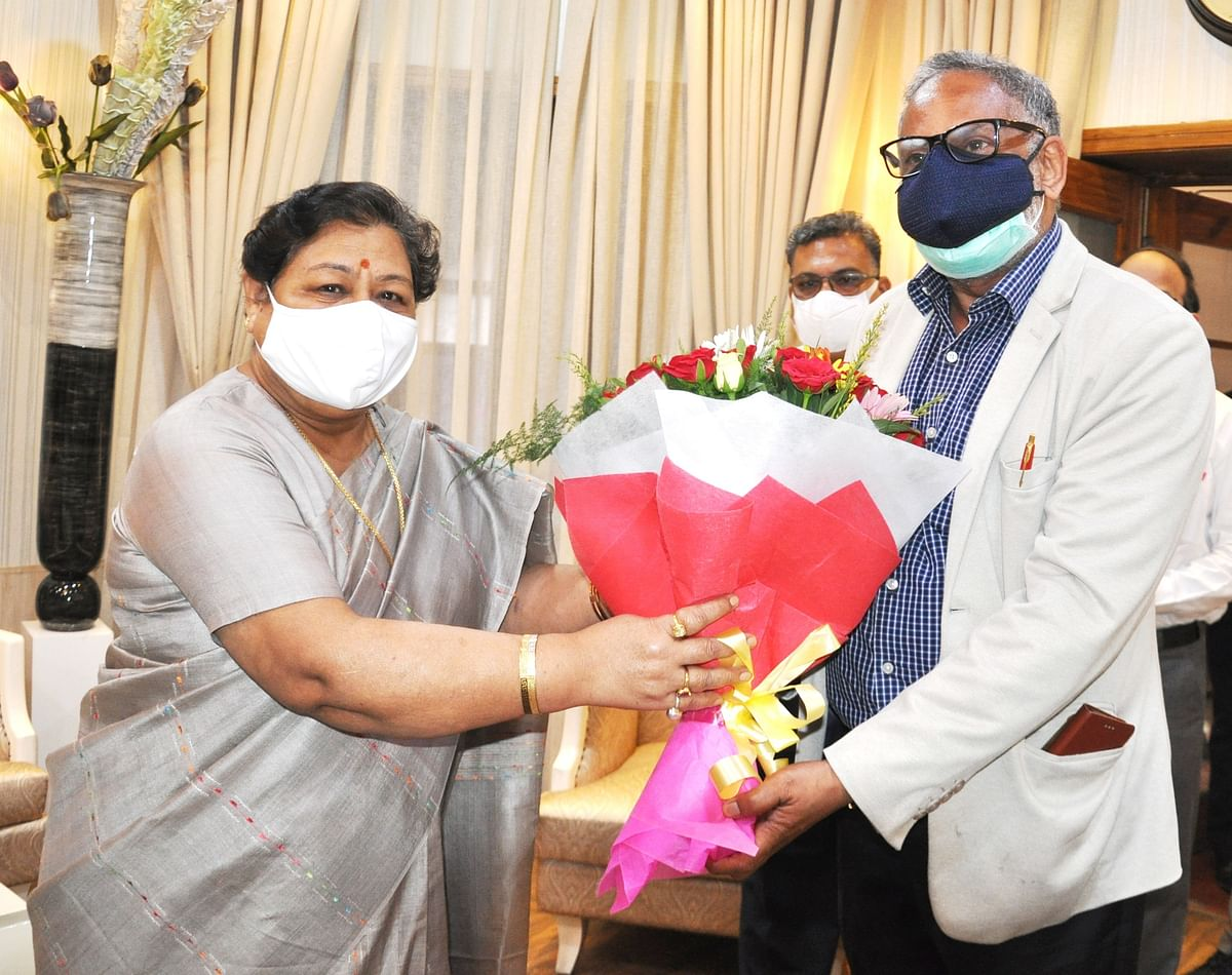 रायपुर : राज्यपाल से पूर्व मुख्य न्यायाधिपति न्यायमूर्ति पी.आर. रामचंद्र मेनन ने की भेंट