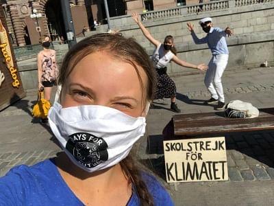 स्वीडन की संसद के बाहर जलवायु विरोध के लिए ग्रेटा थनबर्ग वापस लौटी
