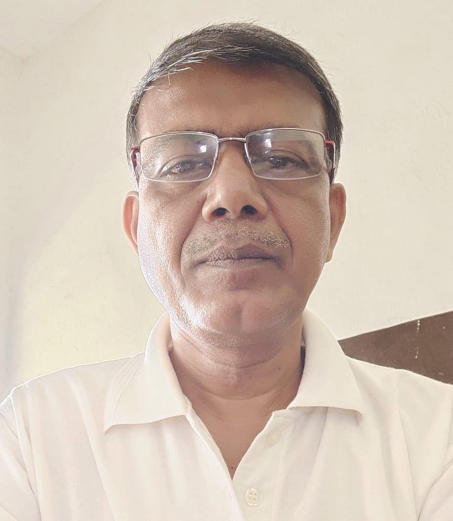 रामगढ़ के हिंदी शिक्षक डॉ.नीलोत्पल रमेश को बिहार सरकार से मिला 40 हजार का अनुदान