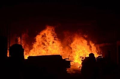 हॉन्गकॉन्ग : कार्गो शिप में लगी भयंकर आग