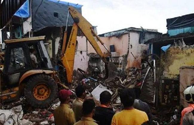 मुंबई हादसा: कांट्रैक्टर गिरफ्तार, बिल्डिंग के मालिक पर भी मुकदमा