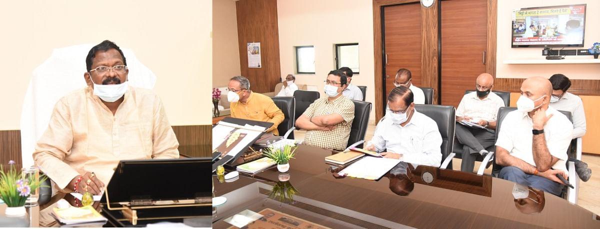 रायपुर : मंत्री अमरजीत भगत ने की विभागीय काम-काज की समीक्षा