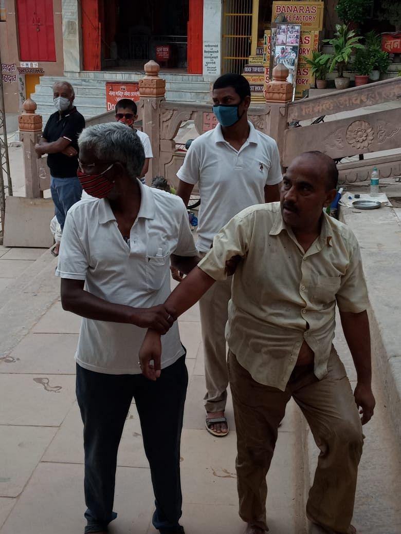 पैतृक सम्पत्ति में नहीं मिला हिस्सा तो युवक दुर्गाकुंड में कूदा, अधेड़ ने भी लगाई गंगा में छलांग