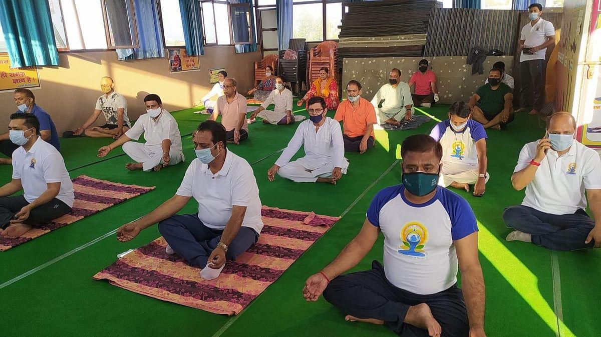 अंतरराष्ट्रीय योग दिवस पर देहरादून में भाजपा ने 60 स्थानों पर किया कार्यक्रम