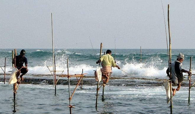 श्रीलंकाई मछुआरों ने भारतीय नौसेना पर लगाए गंभीर आरोप, भारत ने खबरों को दिया साफ झूठ करार