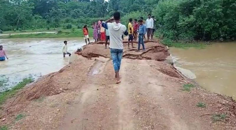 कामडारा में लगातार बारिश से डायवर्सन पुलिया बही