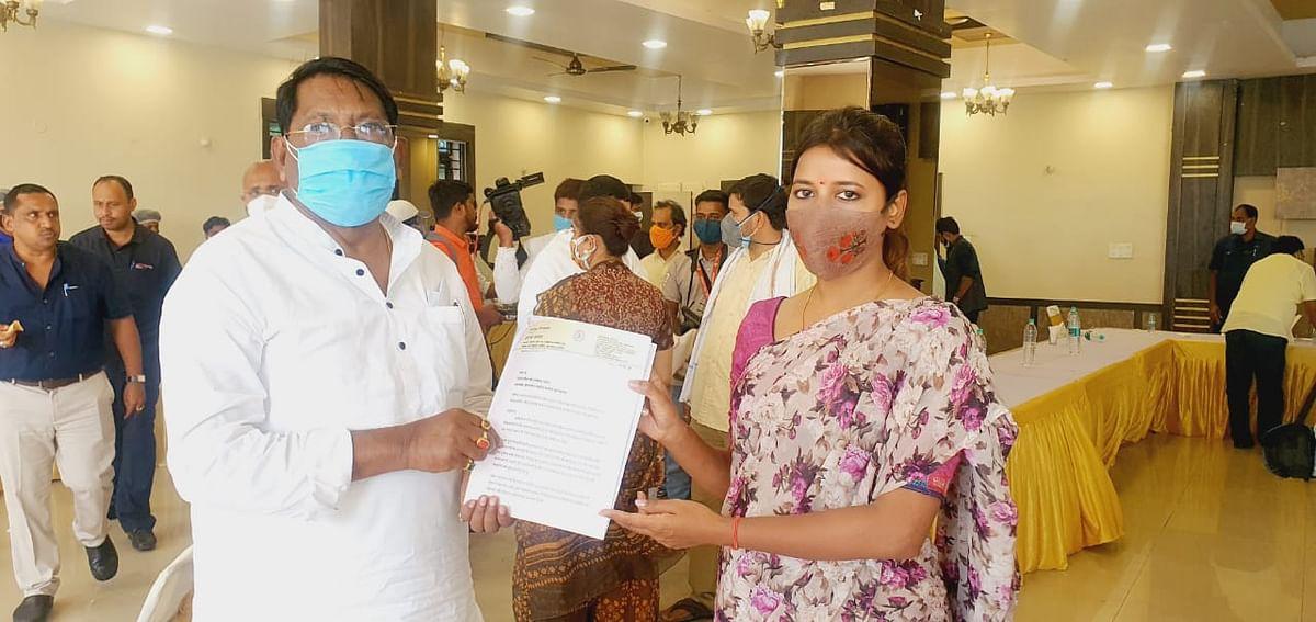 विस्थापितों ग्रामीणों की समस्या को लेकर मंत्री रामेश्वर उरांव से मिली विधायक अंबा