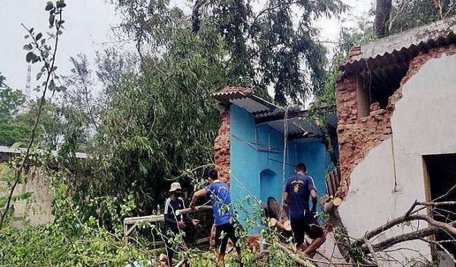 पश्चिम-बंगाल-केंद्रीय-दल-ने-चक्रवात-प्रभावित-पूर्वी-मेदिनीपुर-जिले-का-दौरा-किया