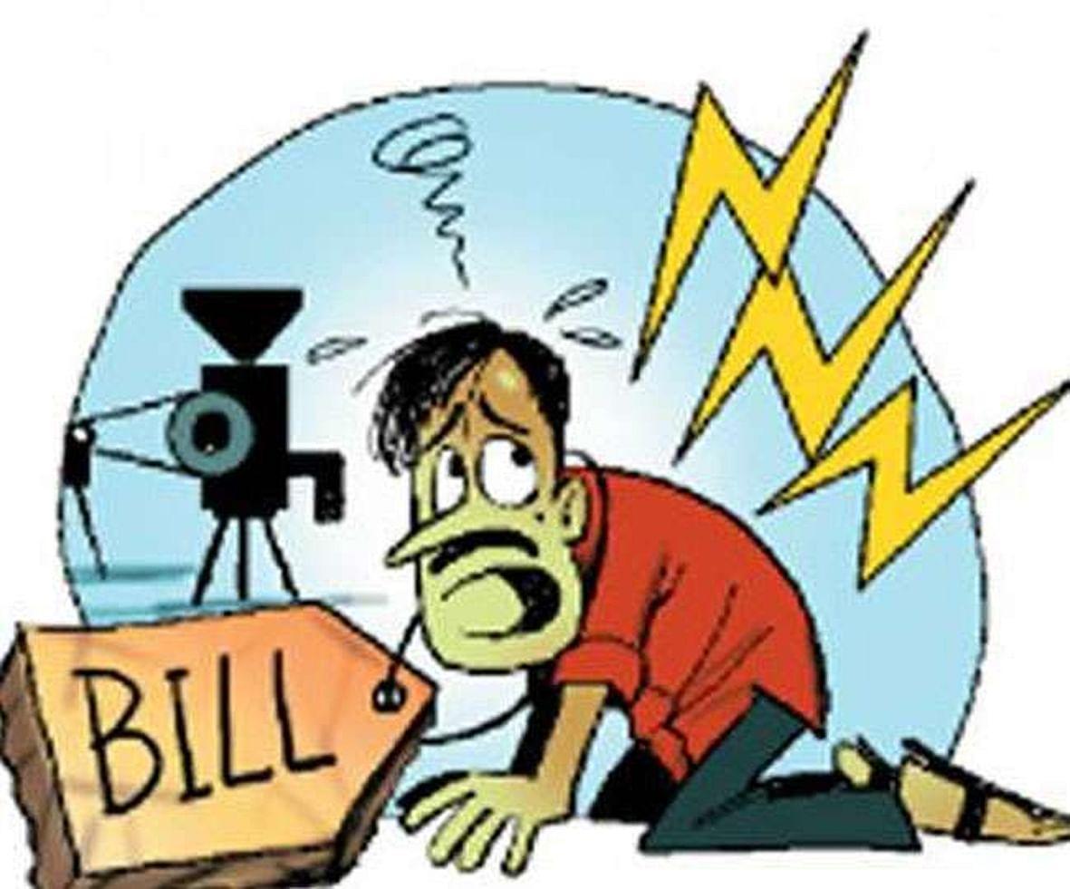 बिजली के भारी भरकम बिलों से लग रहा है उपभोक्ताओं को करंट