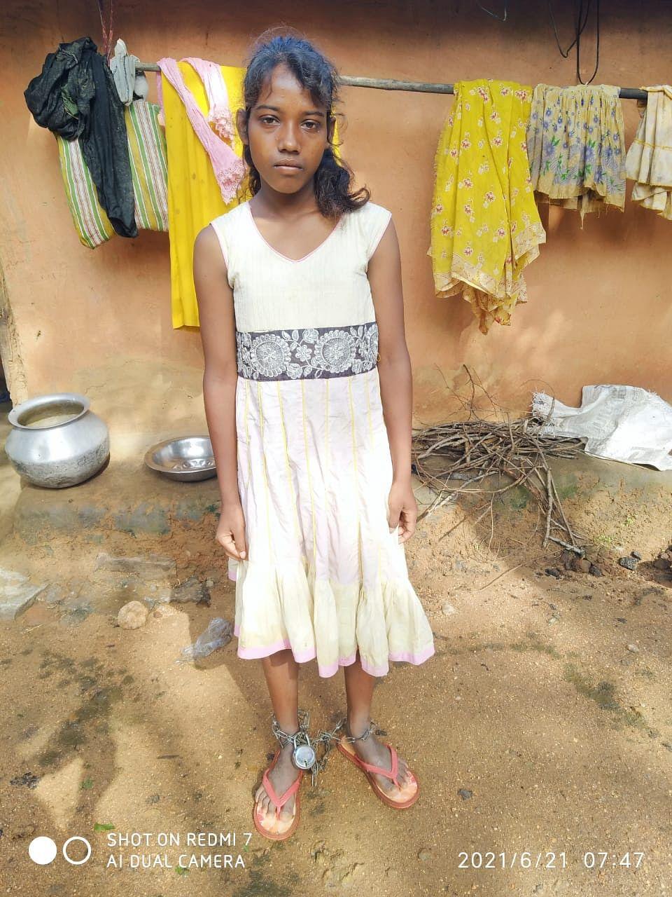 महीनों से जंजीरों में जकड़ी बच्ची को मिला सहारा, रिनपास में हुआ इलाज