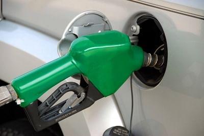 बिहार : पेट्रोलियम पदार्थो के मूल्य में वृद्घि के विरोध में जाप ने निकाला बैलगाड़ी टमटम मार्च
