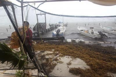 मेक्सिको में चक्रवाती तूफान डोलोरेस की दस्तक