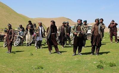 तालिबान ने लगातार तीसरे दिन एक और अफगान जिले पर कब्जा किया