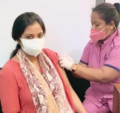 श्रेया घोषाल ने ली कोविड वैक्सीन, नई माताओं को वैक्सीन लेने के लिए किया प्रोत्साहित