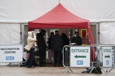 ब्रिटेन के अधिकारी ने वेंटिलेटर पर कोविड रोगियों की बढ़ती संख्या पर चिंता जताई