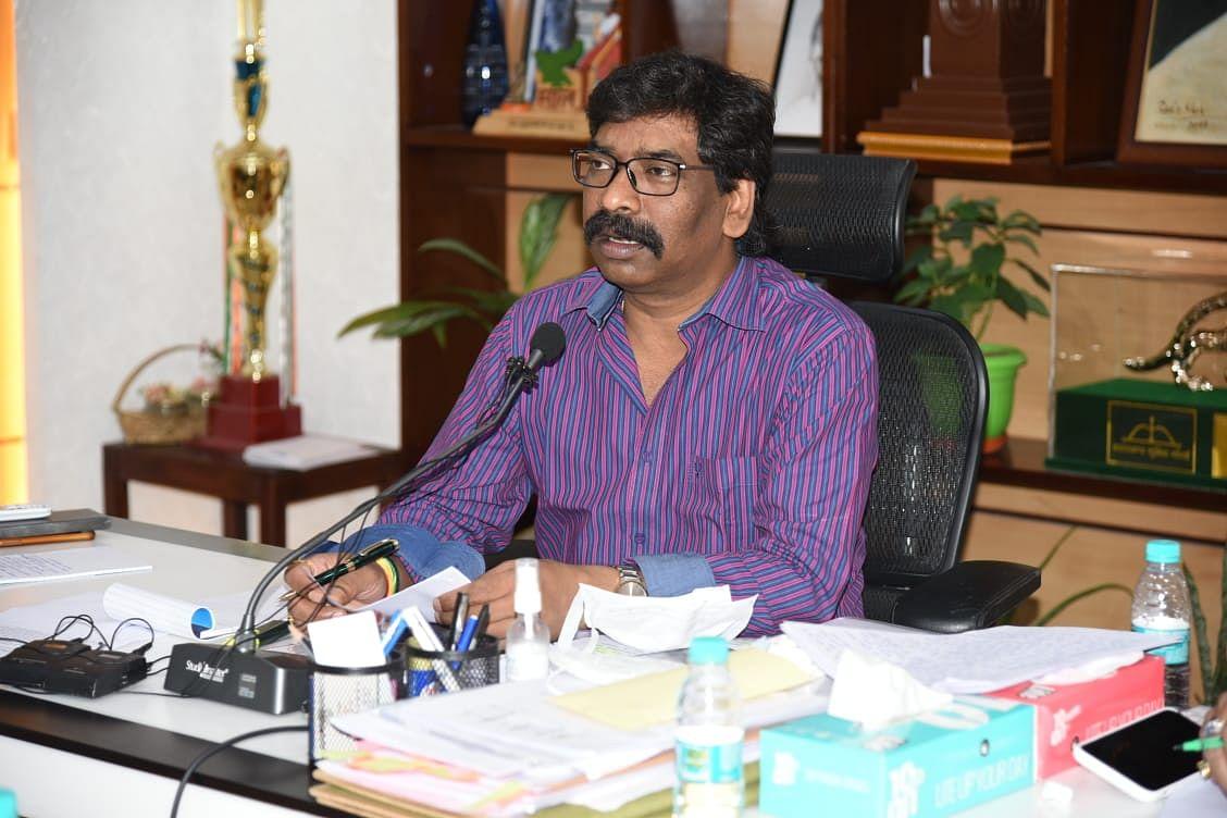 सोशल मीडिया पर मुख्यमंत्री चुटकी में करते हैं समस्याओं का समाधान