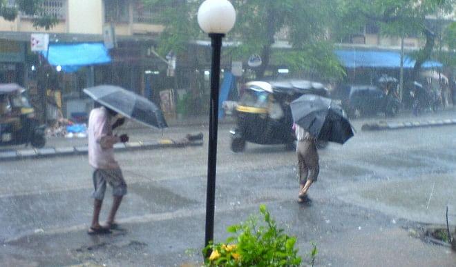 मानसून से पहले मुंबई में हुई बारिश, मौसम विभाग ने दी जारी किया अलर्ट