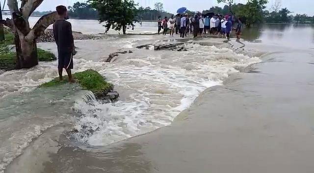 बाढ़ की चपेट में बिश्वनाथ के कई गांव